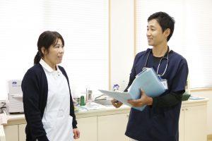 院長と看護師